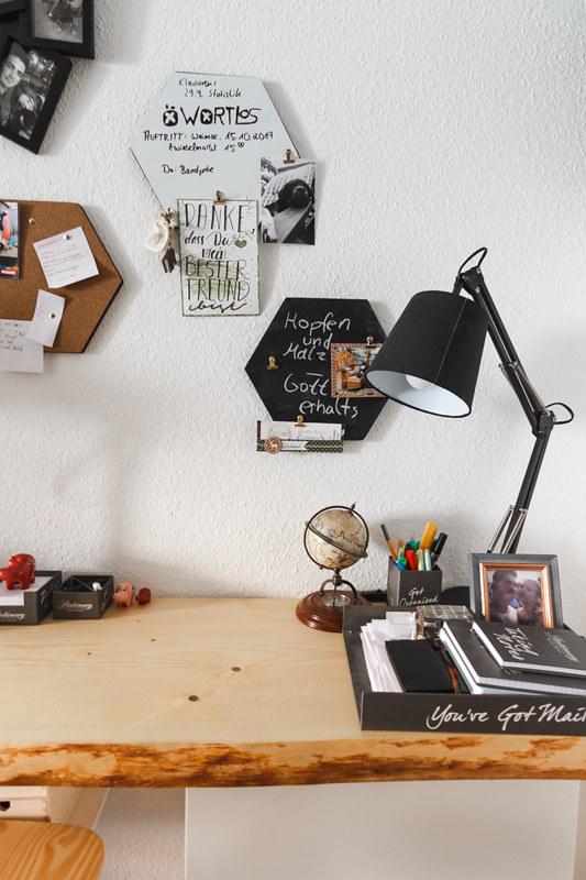 Langer Schreibtisch aus Holz für zwei Personen
