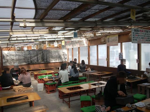 hiroshima-hatsukaichi-shimada-suisan-oyster-hut-inside