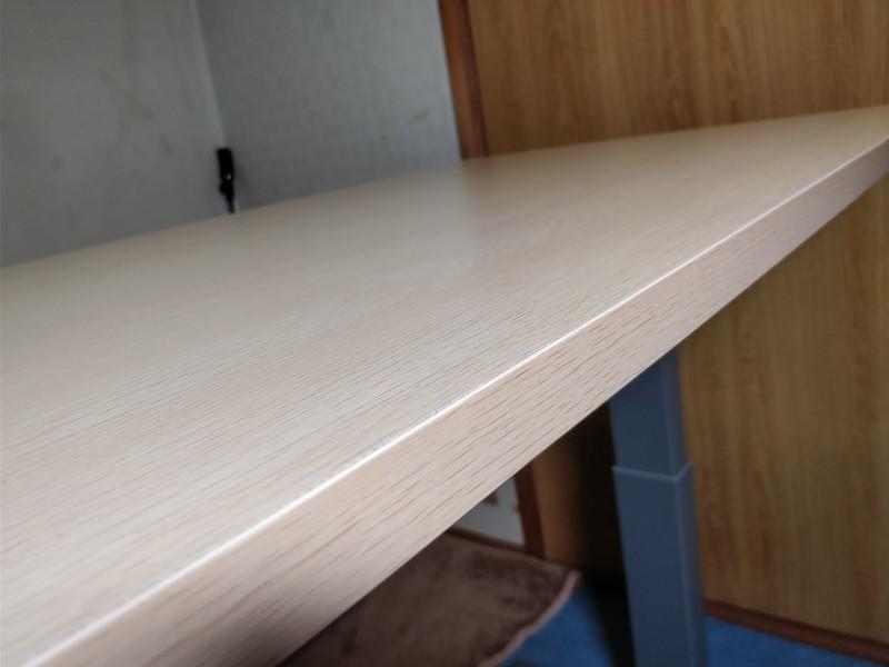 Loctek 電動式スタンディングデスク 天板 (2)
