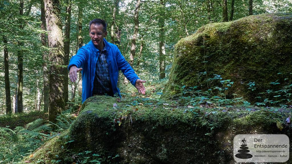 Teufelstein: Steinbruch oder Opferstätte? Wanderführer Mario Marx klärt auf.