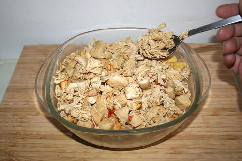 46 - Rest Hühnerklein auftragen / Add remaining chicken