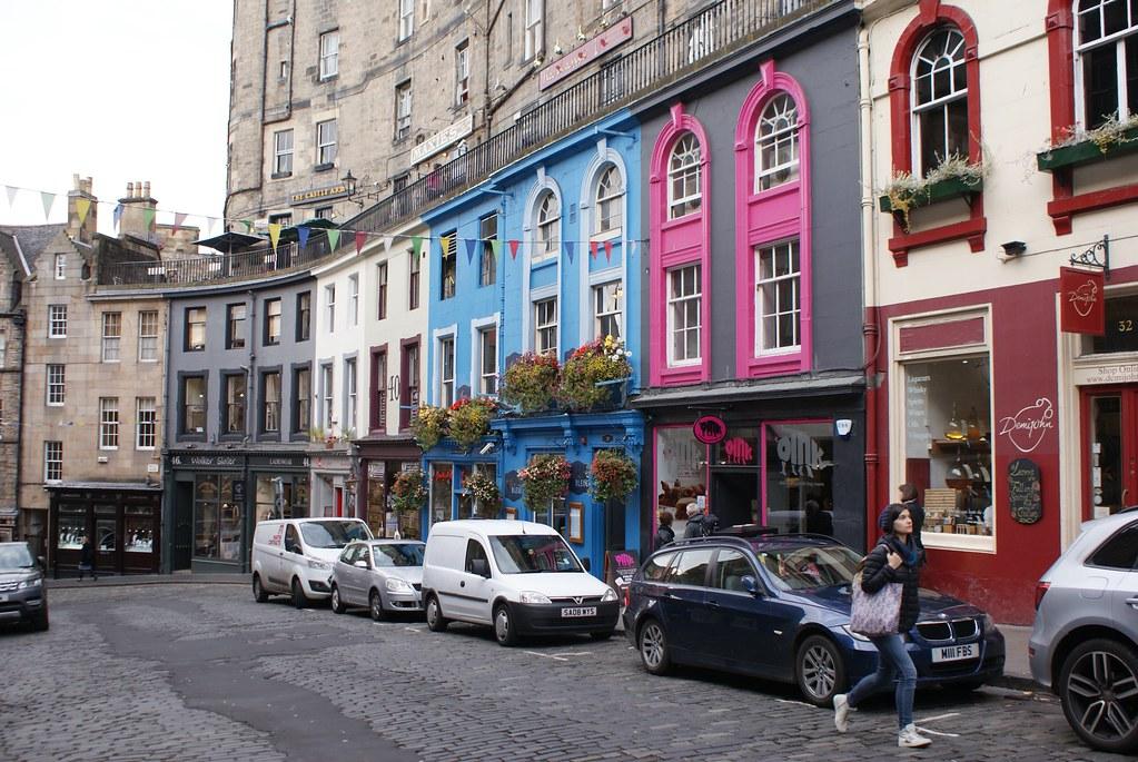 Un brin de couleurs sur W Bow dans le centre historique d'Edimbourg.