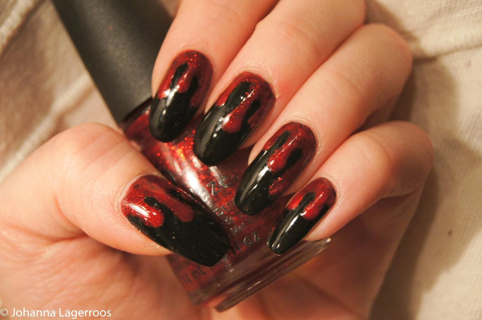 Halloween Nails 2017: Glitter Blood