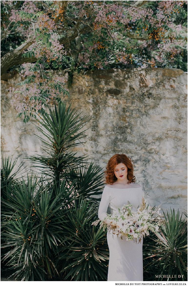 Minimalist wedding inspiration - bridal poses with bouquet