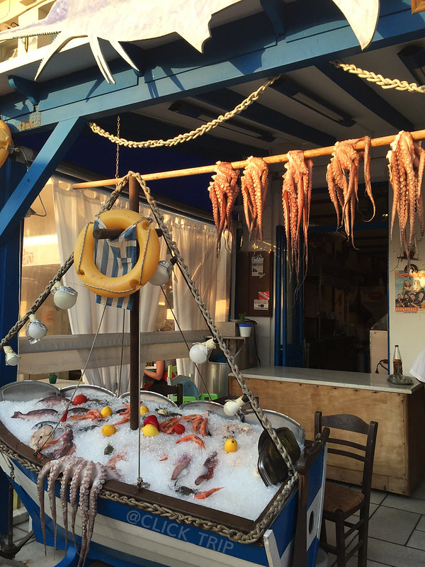 · Restaurantes con pescado fresco en el barrio del puerto de Naxos ·