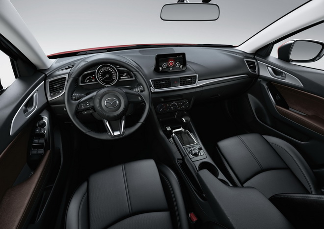 Mazda3豪華進化版標配六氣囊、MZD Connect人機智慧資訊整合系統、真皮座椅、六隻揚聲器與「G-Vectoring Control」G力導引控制技術,建議售價自新台幣73.9萬起,提供入門級買家毫不妥協的駕馭樂趣。