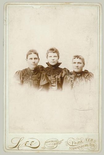 Cabinet Card three women