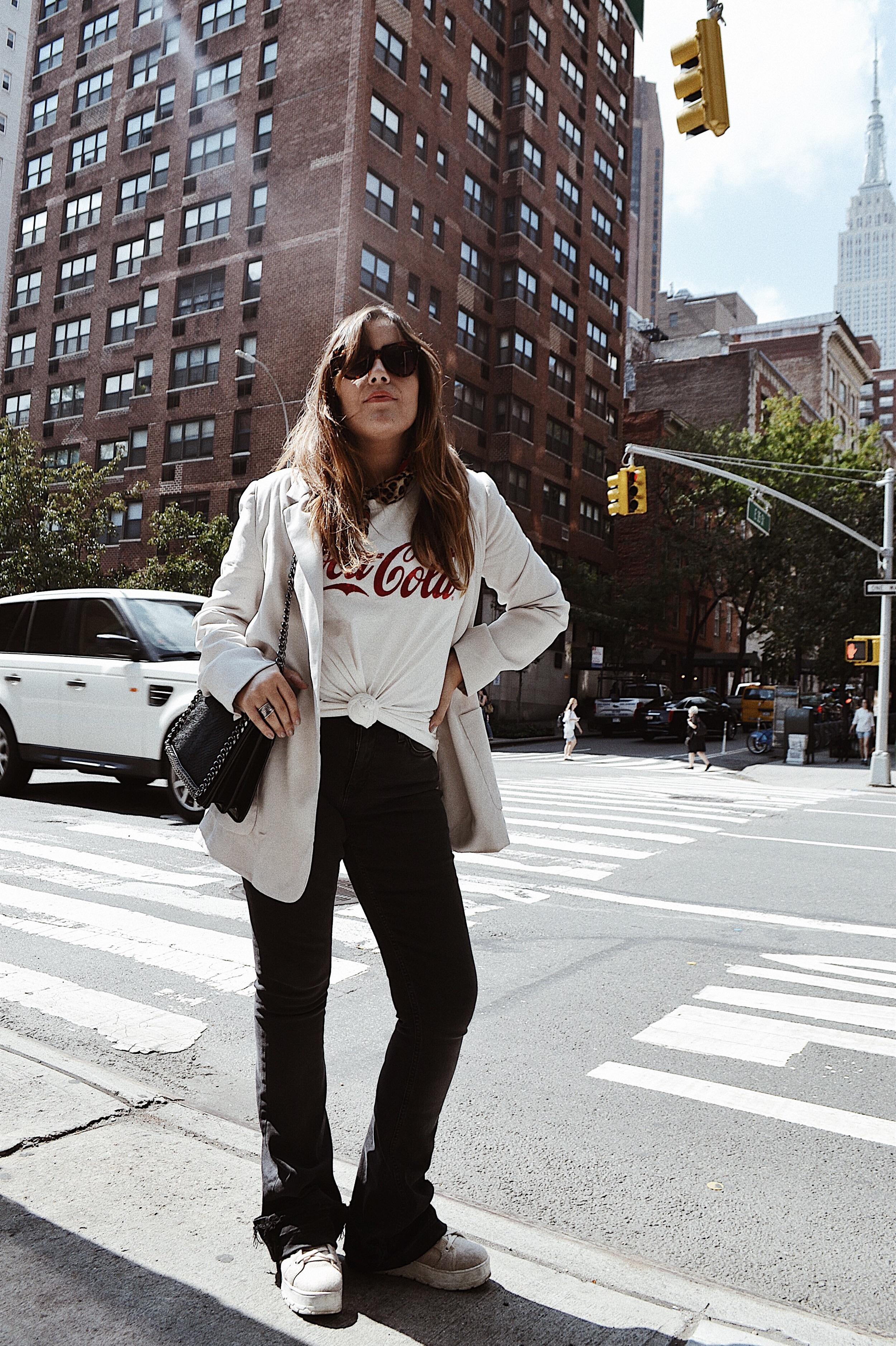 blazer y pantalones de campana _outfit