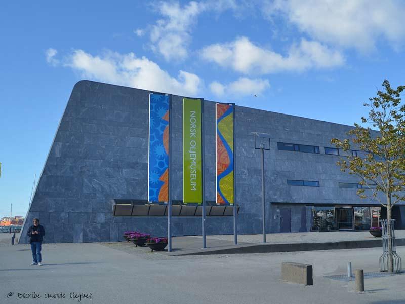 Fachada del emblemático Museo del Petroleo de Stavanger