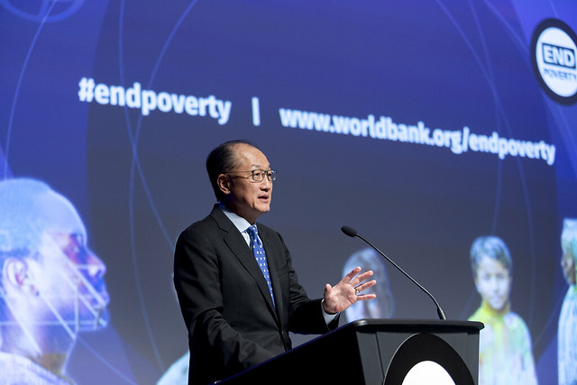 """Tue, 10/17/2017 - 11:07 - October 17, 2017 -WASHINGTON DC - Conversation On End Poverty Day: How Can We Break The Cycle?  Jim Yong Kim, President, World Bank Group; Maimuna Ahmad, Founder and CEO, Teach for Bangladesh; Beatriz """"BB"""" Otero, President of Otero Strategy Group and Senior Advisor, Bainum Family Foundation; Carolina Sanchez-Paramo, Senior Director, Poverty and Equity Global Practice, World Bank Group; Richelieu Lomax, Regional Team Leader, Integrity Vice Presidency, World Bank; Lola Ogunnaike, Journalist and Television correspondent. Photo:  World Bank / Simone D. McCourtie   Photo ID: 101717-EndPovertyDay-0060f"""