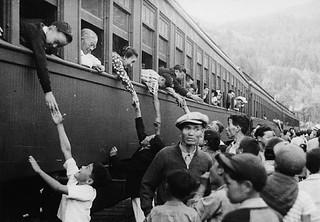Japanese-Canadians relocate by train to camps in the interior of British Columbia / Canadiens d'origine japonaise déplacés par train à des camps de la région intérieure de la Colombie-Britannique