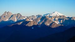 Uszba 4700m i Elbrus 5642m z drogi na Tetnuldi 4858m,