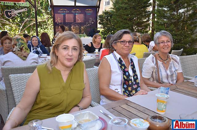 Eczacı Rezan Görkey, Satıa Durgun, Zehra Berk