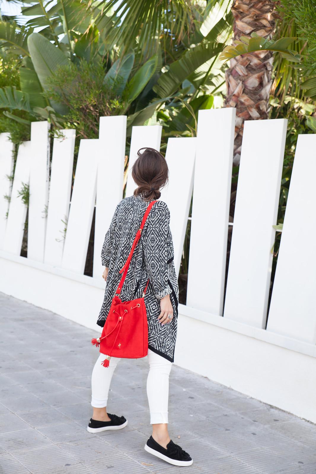 theguesgirl diario de estilo de una influencer casual look blanco y negro