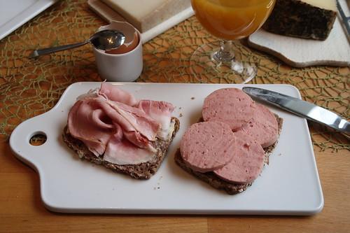 Kochschinken und Fleischwurst auf Dinkel-Saatgut-Brot
