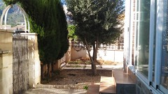 Parcela de 200 m2 todo independiente con garaje, jardines y sótano. Les atenderemos en su agencia inmobiliaria de confianza Asegil en Benidorm  www.inmobiliariabenidorm.com