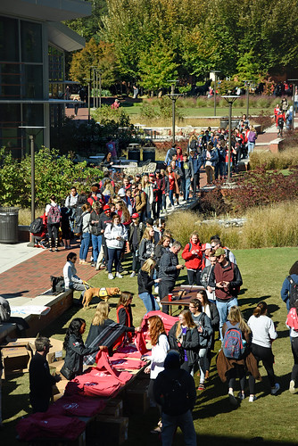 Students line up to get Alumni Association t-shirts during the Red and White Week Kick-Off on Stafford Commons.