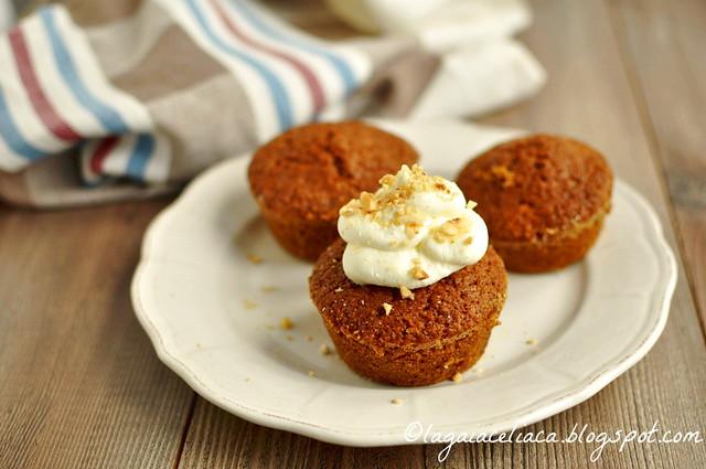 Hazelnut carrot-oat gluten free cupcakes