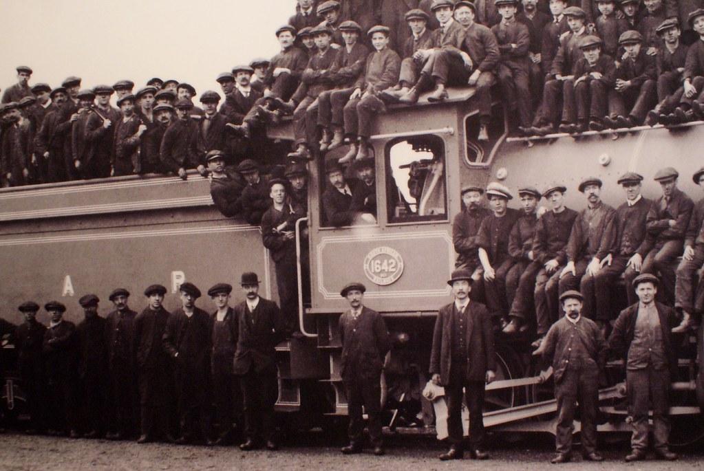 Photo de cheminots ecossais au musée Kelvingrove de Glasgow.