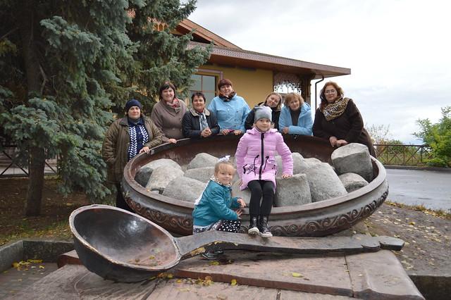"""15 жовтня працівники нашої школи прямували екскурсійним маршрутом """"Диканька — Опішня — Полтава"""""""