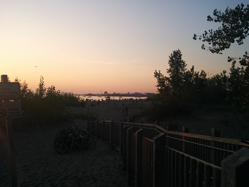 Sun setting at Hanlan's Point (2) #toronto #torontoislands #hanlanspointbeach #beach #evening