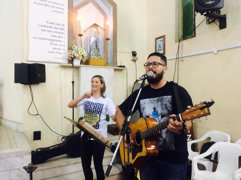 21 09 2017 Juventude Adoradora – Jovens diante do altar