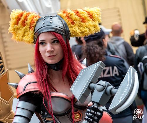 Warcraft hammer Lady