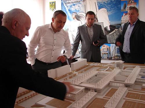 Спорткомплекс на Макарова: гроші— тільки на папір