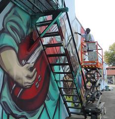 elicser paints people
