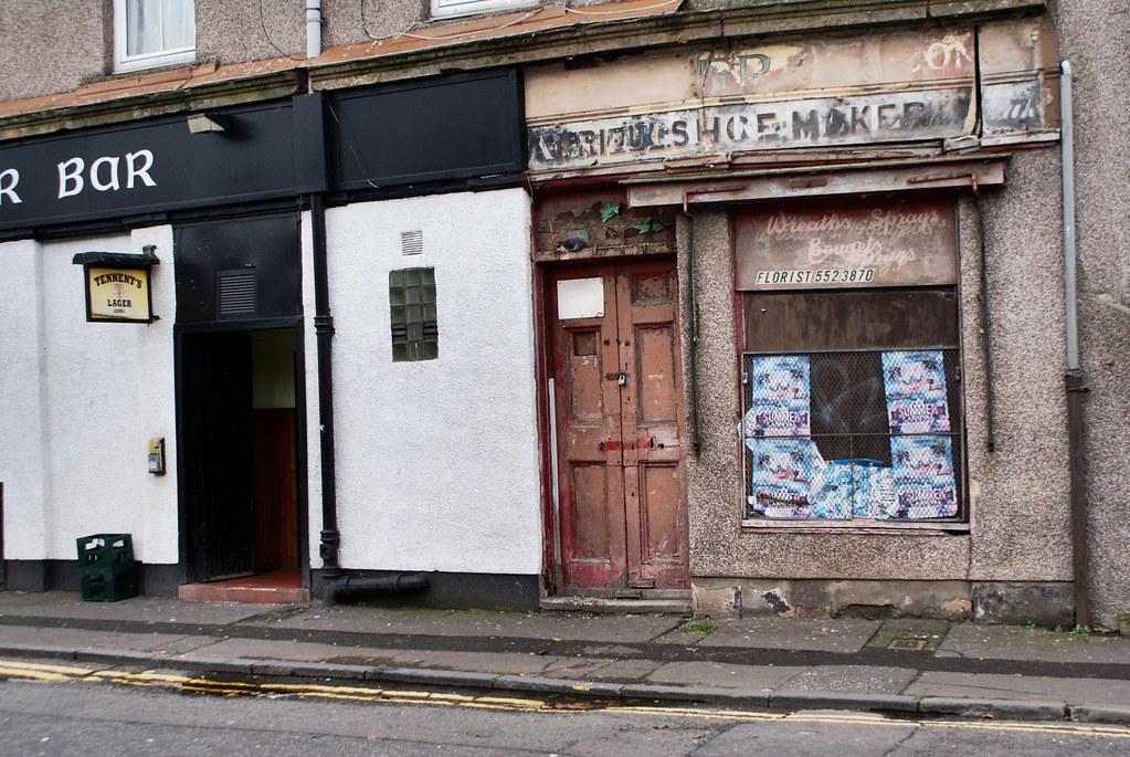 Fleuriste vs bar dans l'east end à Glasgow.