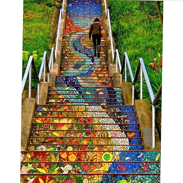 Is this the most beautiful staircase or what? In San Fran, of course. 🌈 (thanks @streetartmagic)