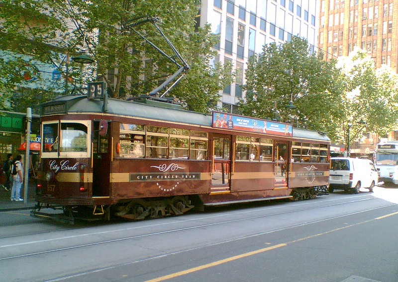 City Circle tram in Swanston Street, October 2007
