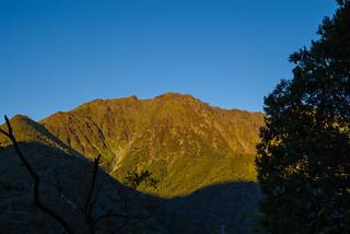 朝陽あたる谷川岳