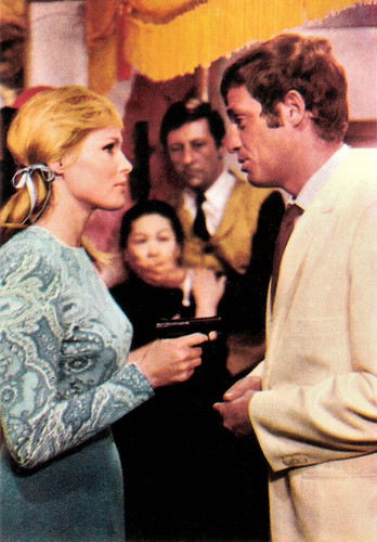 Ursula Andress and Jean-Paul Belmondo in Les tribulations d'un Chinois en Chine (1965)