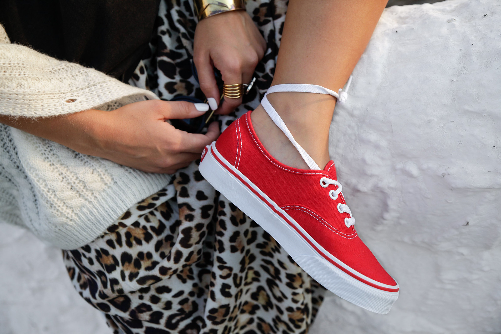 theguestgirl the guest girl laura santolaria influencer barcelona vans europe red sneackers shop online