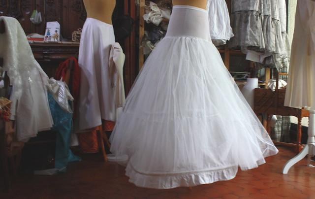 Remise en état d'une crinoline de mariée