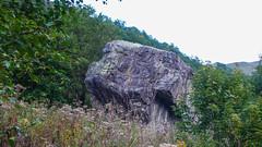 Bulder tuż przy dawnej radzieckiej bazie alpinistycznej Ailama.