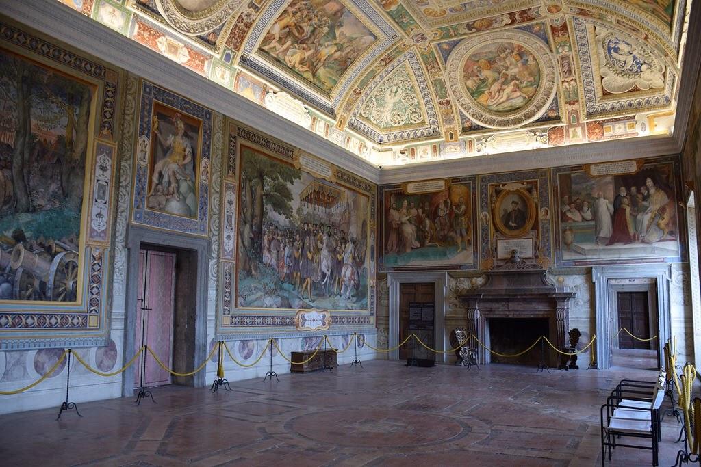 Todas las paredes estaban ricamente ornamentadas