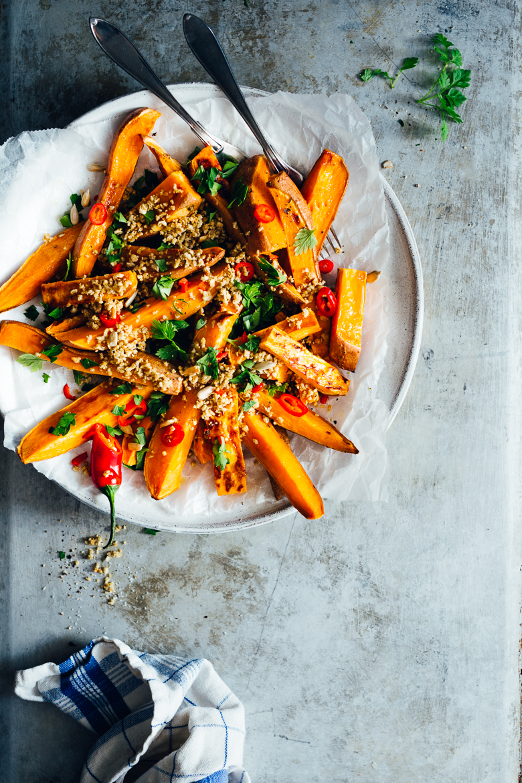 Sötpotatisstrips med solrosparmesan, persilja & chili | Cashew Kitchen