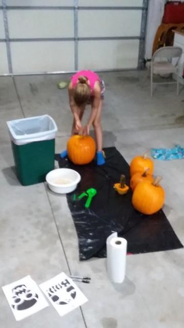 Carve Pumpkins 2017 (1)
