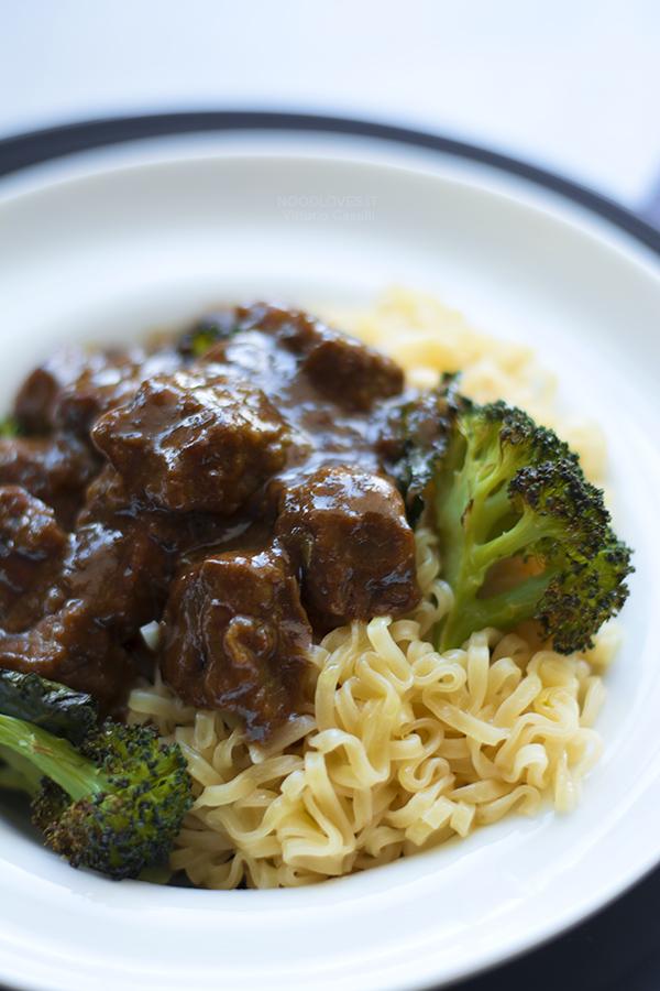 Spezzatino di manzo con broccoli e aceto balsamico