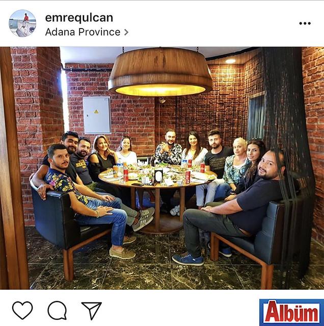 İç Mimar Emre Gülcan, Adana'da dostlarıyla keyifli bir akşam geçirdi.