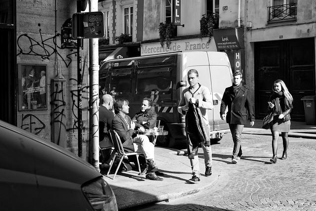 Comme lézards au soleil dans la Rue Saint-Denis