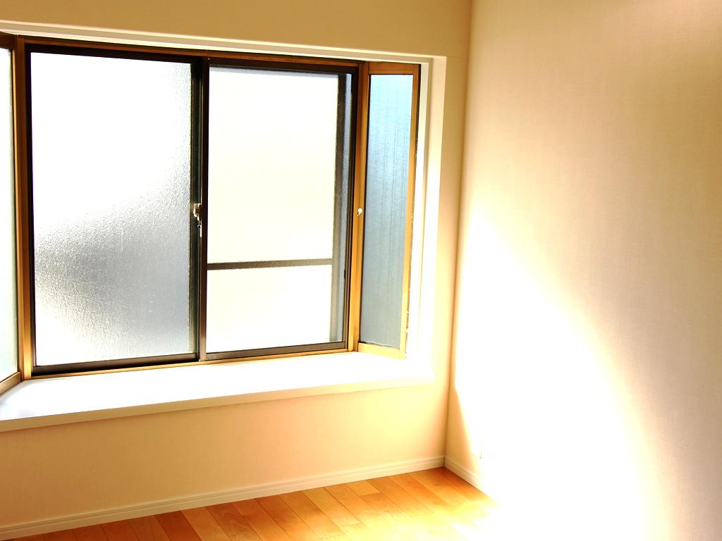 リノベーション後・光を取り込む出窓