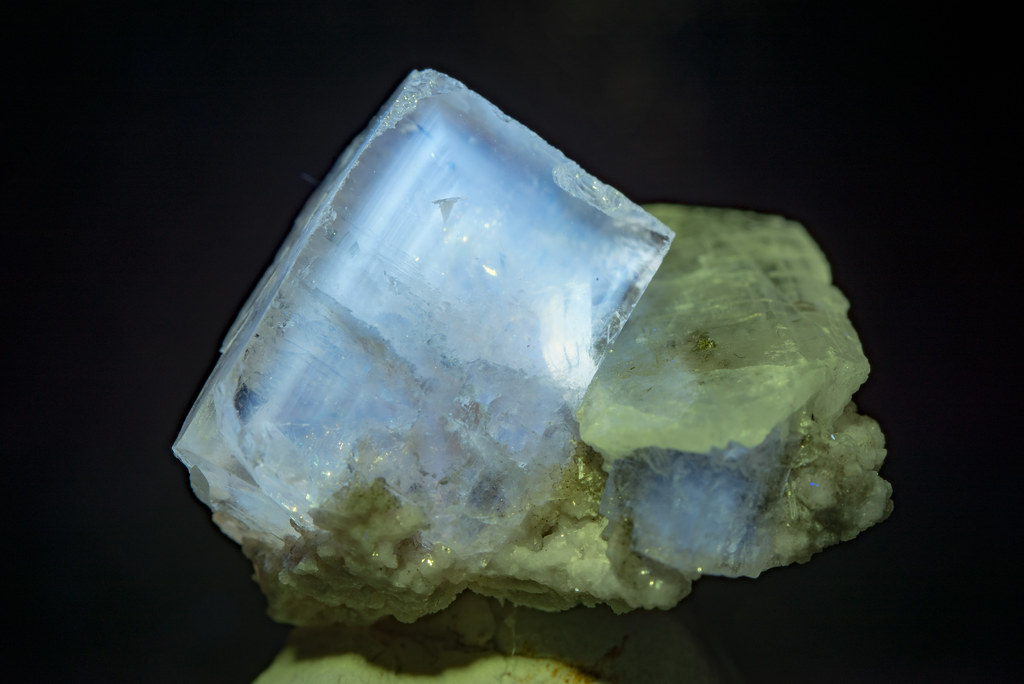 Fluorite (fluorescence)