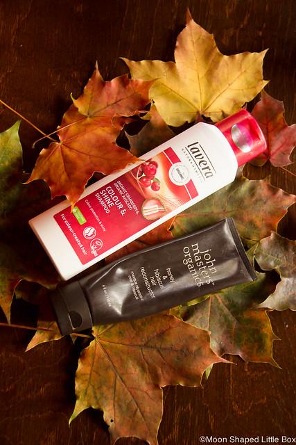 Luonnonkosmetiikka Vuoden Parhaimmat Herkälle Iholle Lavera Colour & Shine shampoo kokemuksia hyvä luonnonkosmetiikan shampoo värjätyille hiuksille pitkille hiuksille John Masters hiusnaamio silkkiset hiukset pitkät hiukset