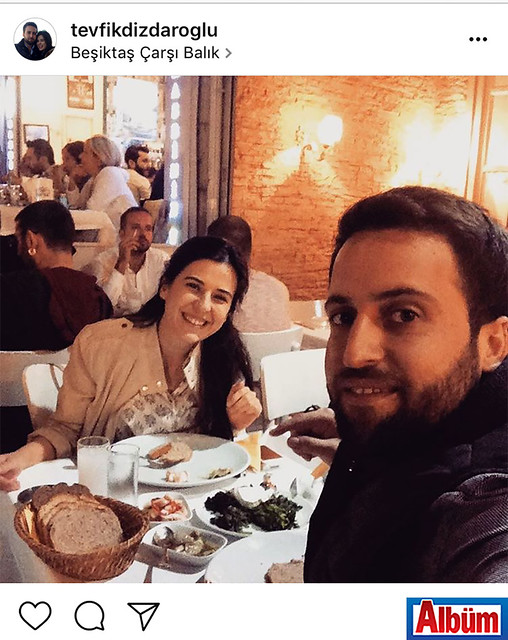 Tevfik Dizdaroğlu, nişanlısı Işın Tokuş ile birlikte İstanbul Beşiktaş Çarşı Balık'tan bu fotoğrafı paylaştı.