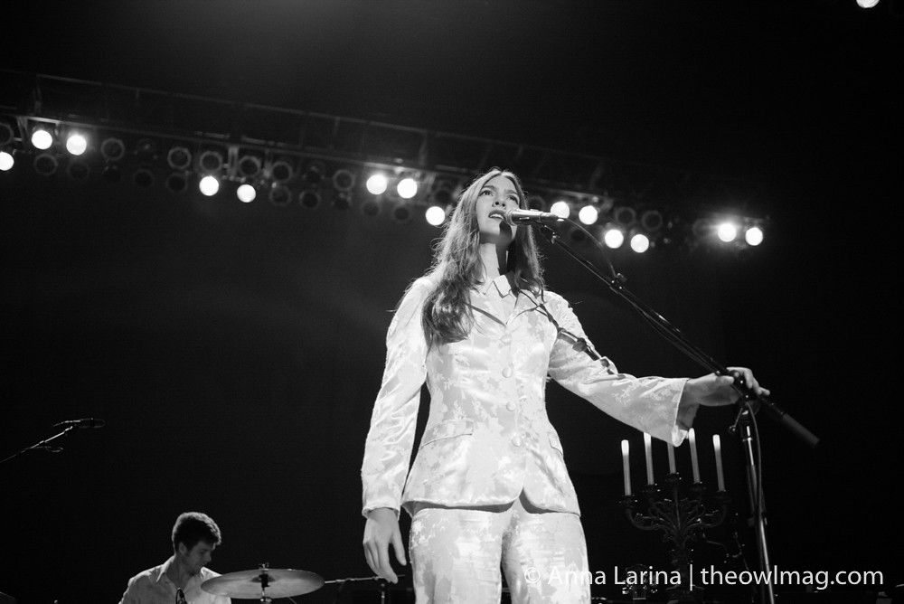 Weyes Blood @ Greek Theater LA 101317 001
