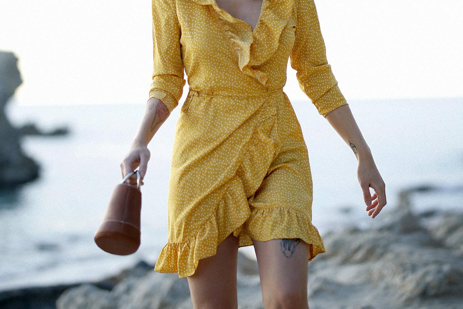 vila yellow mustard polka dot dress mallorca holiday beach sunrise moody style fashionblogger cats & dogs modeblog ricarda schernus fotograf max bechmann düsseldorf travelbloggers roamers 3