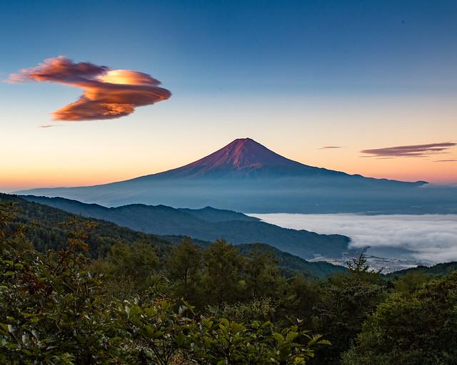 Morning Fuji and Lenticularis